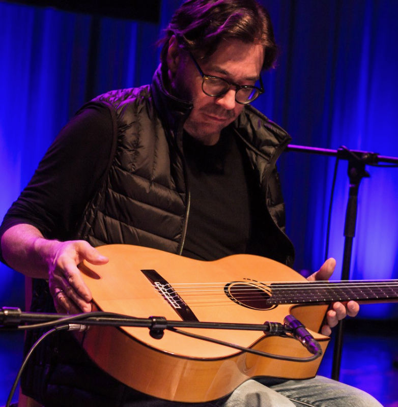 Al di Meola with the custom built Scharpach La Porta flamenco guitar