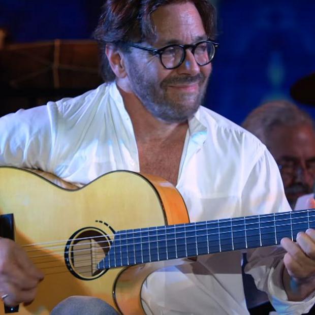 Al di Meola playing a Scharpach bespoke flamenco guitar, live at Berklee
